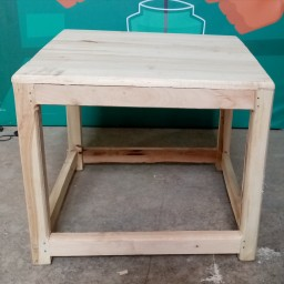 کرسی چوبی