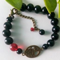 دستبند مروارید سنگی مشکی و قرمز