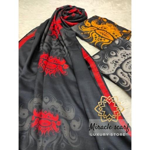 شال طرح تاج گل با  طرح و رنگ زیبا و دلنشین که روی پارچه خوب نخ پنبه اصفهان زده شده تا شما عزیزان شال با کیفیتی  بخرید- باسلام