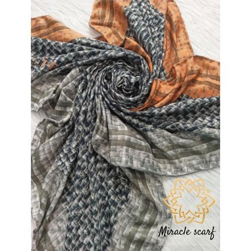روسری نخ پنبه بسیار سبک چهار فصل که در عین سادگی طرح بسیار زیبا و خوش سر هستش و به خاطر داشتن رنگ خنثی به راحتی ست میشه- باسلام