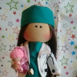 عروسک روسی در طرح ماما و دکتر
