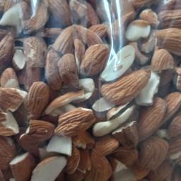 مغز بادام اعلا (بادام مامایی صادراتی) شیرین شیرین بدون یک عدد تلخی قیمت یک کیلو 200 هزار تومان