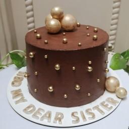 کیک وانیلی شکلاتی با خامه شکلاتی و دیزاین گوی ومروارید به وزن 1کیلو ونیم