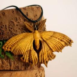 گردنبند دستساز چوبی طرح شاپرک کما