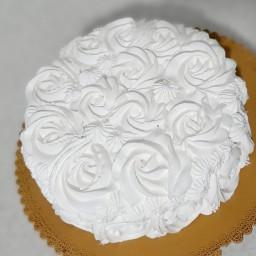 کیک خامه ای رز سفید