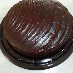کیک خونگی با روکش شکلات و تزیین پودر گردو ، نارگیل ، شکلات( یک کیلویی )