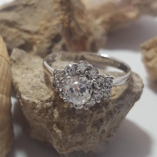 غرفهٔ انگشتر و جواهرات زرین