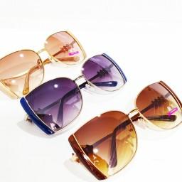 عینک آفتابی زنانه جنسیت فریم  تمام قاب فلزی و کائوچوی  رنگ بندی طلایی کرم، طلایی قهوه ای ، نقره ای مشکی ، نقره ای آبی