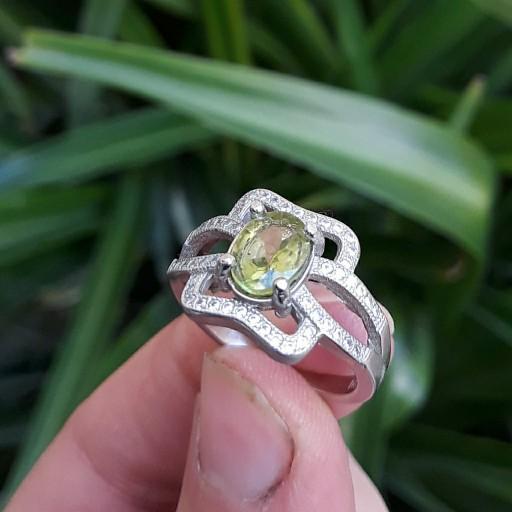 انگشتر نقره زنانه با سنگ زبرجد طبیعی- باسلام