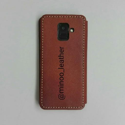 قاب گوشی موبایل مدل تبلتی به همراه جاکلیدی هدیه چرم طبیعی دستدوز با حک نام  ونوشته بر روی چرم- باسلام