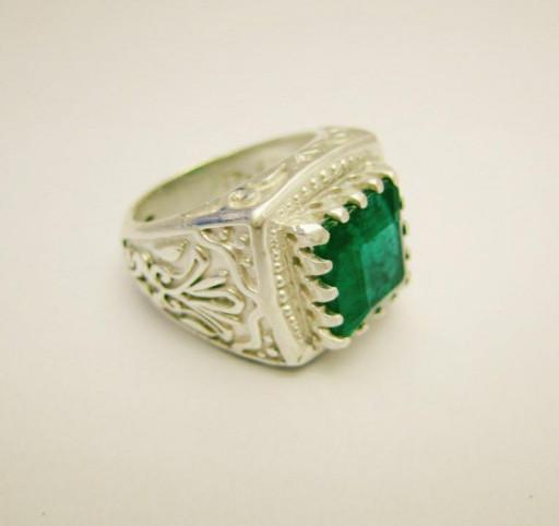 انگشتر زمرد برزیلی سبز
